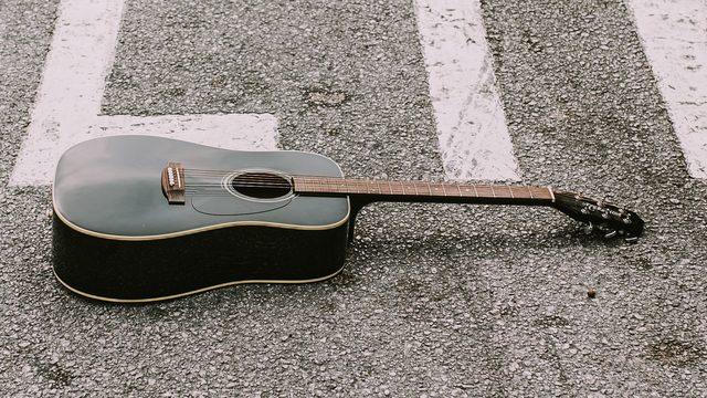 Guitarra firmada (Envío nacional)