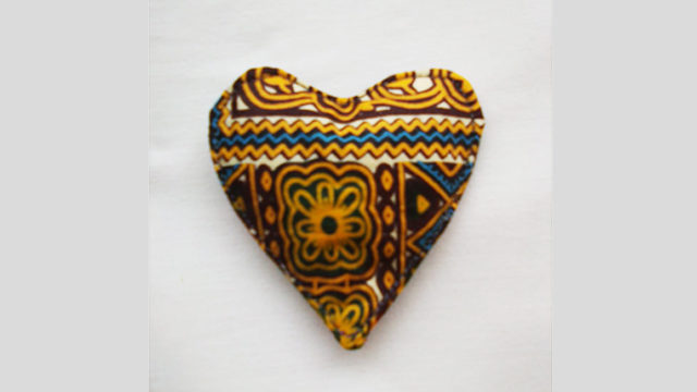 Heart shaped African brook from Bissap Sastreria