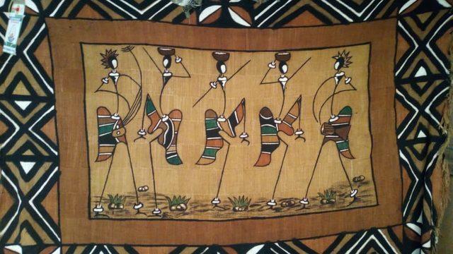 Tela de bogolán del artista Sakimba Hema (Burkina Faso)