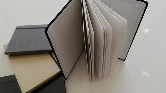 1 ejemplar + 1 lápiz reciclado + 1 libreta y bolígrafo eco