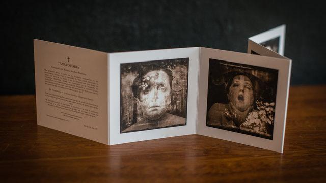Acordeón con las 9 Fotos impresas Principales de la Exposición