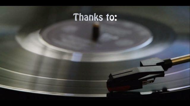 Disc signat + Agraïments als crèdits del videoclip