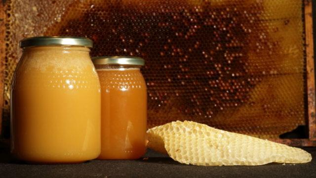 2 botes de miel + 1 vela.
