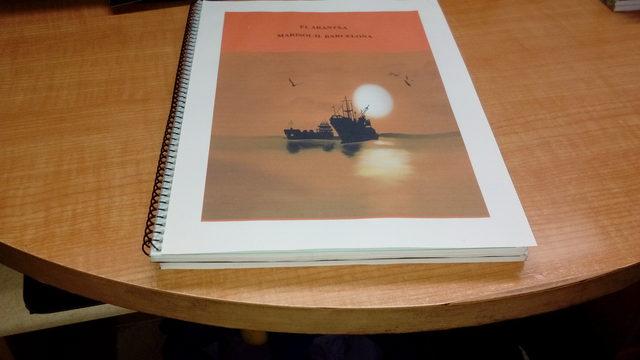 Ejemplar novela y cuaderno