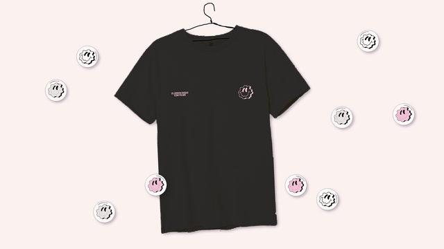 Camiseta negra smiley