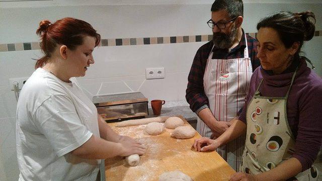 Taller d'elaboració de pa amb farina del Blat de la Marina