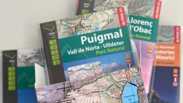 El llibre i quatre mapes a escollir de l'editorial Alpina amb l'estoig dels seus 75 anys