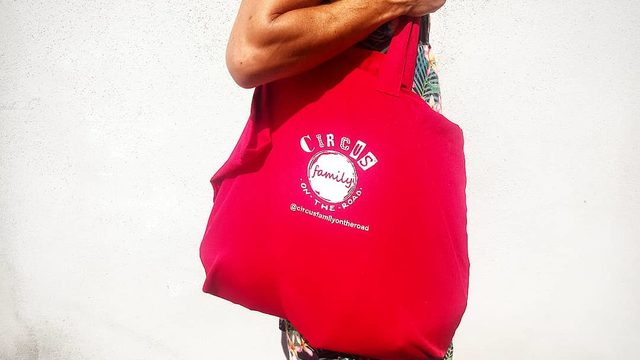 CIRCUS FAMILY ON THE ROAD BAG
