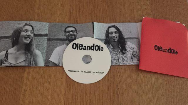 Disco físico + DVD Oleandole