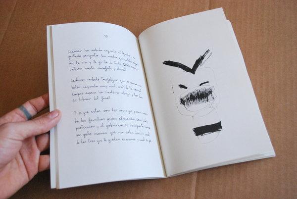 es un libro pequeño, preocupado por darle la vuelta al lenguaje. En él podréis encontrar algo de situacionismo trasnochado y poco interés por la integridad de las palabras.