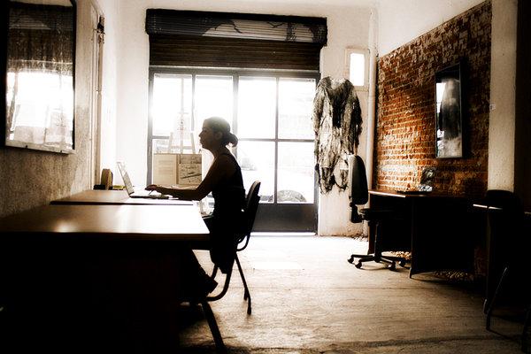 Enchufemos el espacio oculto verkami for Oficina de empleo madrid usera