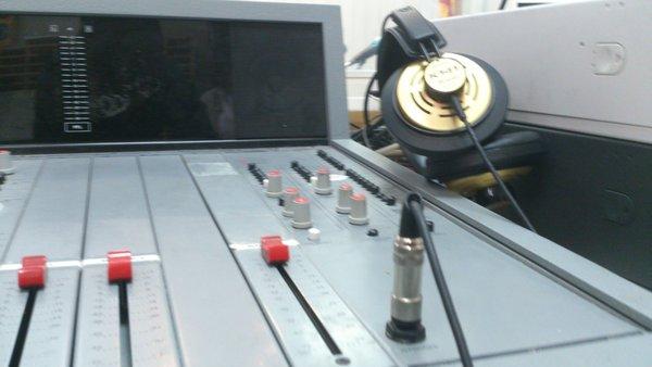 ¡Entrevistados en la radio!
