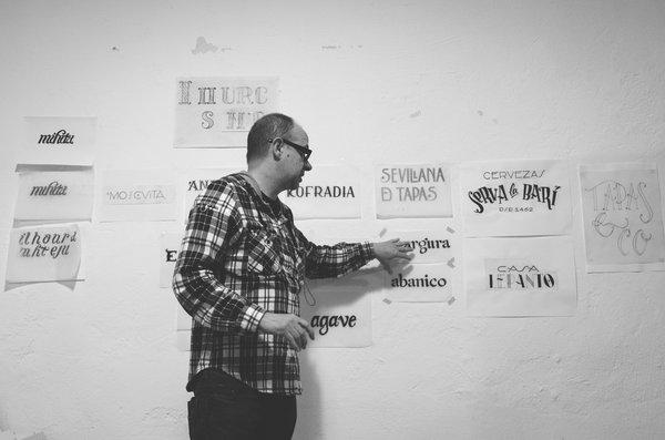 Taller de lettering con Andreu Balius. Sevilla Desing Walk 2013. Foto de Ricardo Barquín Molero