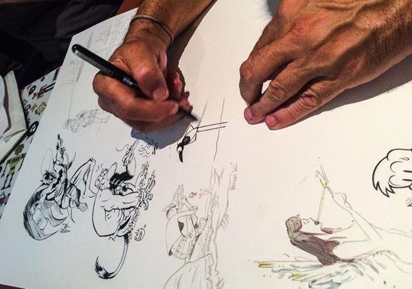 MAX dibujando en las láminas jam-session
