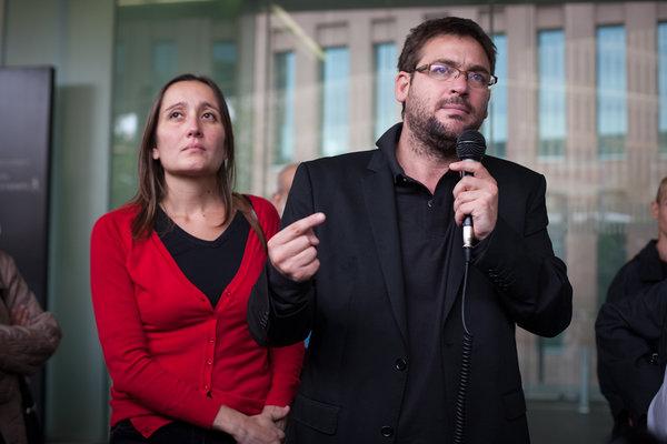 Marta Sibina y Albano Dante tras el juicio en la Ciutat de la Justícia de Barcelona  - Foto: Fotomovimiento.org