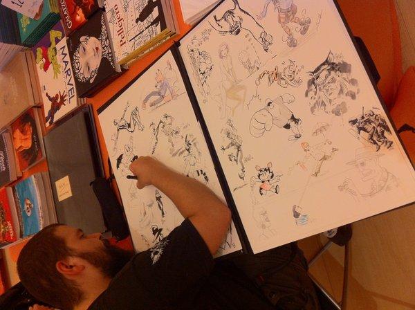 Bartolo Torres dibujando en las láminas JAM SESSION