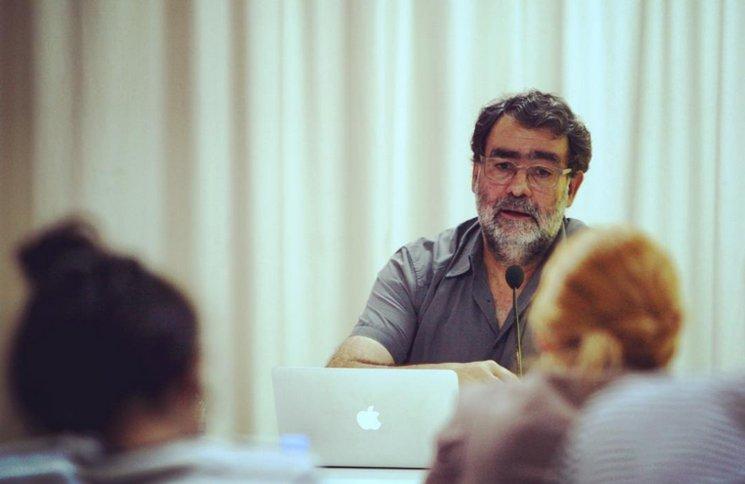 """Juan Fontcuberta inaugura el ciclo de clases magistrales 2014-2015 con """"Postfotografía y condición autoral"""" en SUR Escuela. Foto: @surescuela"""