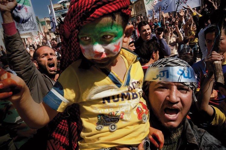 Manifestación en Binnish, en el noroeste de Siria. Sólo asistieron unas 1.000 personas; la del día anterior, con 6.000 participantes, había sido atacada. La población civil, asustada, abandonó la ciudad. Marzo de 2012. Fotografía de Ricard Garcia Vilanova / 5W.<br/>