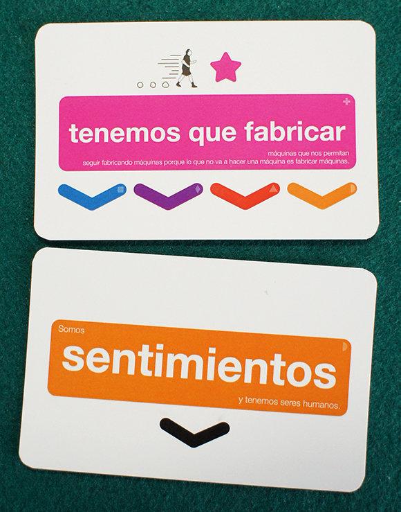 Fotografía de dos cartas con el código de colores aplicado.