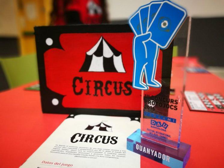 El prototipo ganador de Sandra Santiago con el premio de la 3ª edición del Concurso. Diciembre de 2016 vía https://twitter.com/CircusBG
