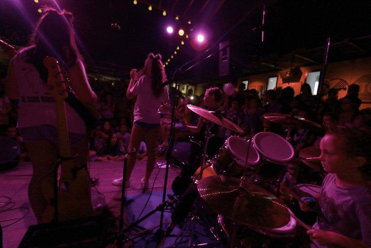 Nuestro pequeño gran bateria y el resto de la banda en La Catarina