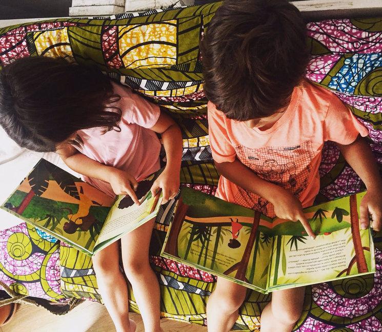 Niños disfrutando disfrutando de El viaje de ILombe