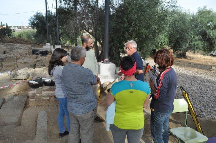 Alumnos durante el taller de Arqueología de Campo de la campaña 2016