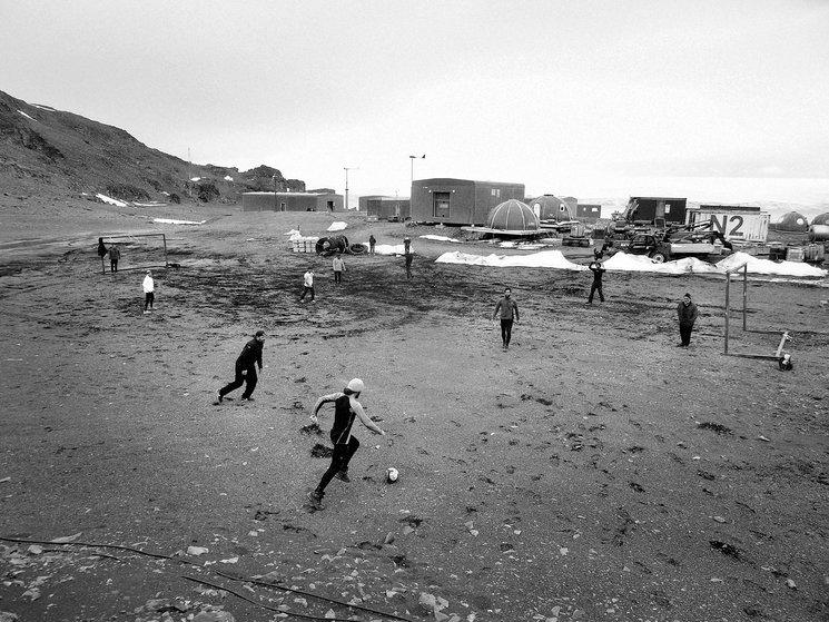 Partido de fútbol organizado en la Base Antártica Juan Carlos I. Antártida, 2016