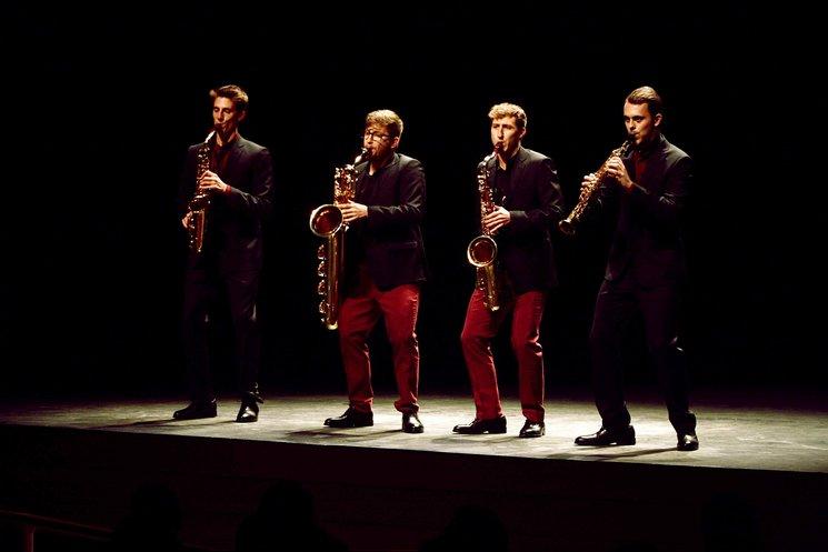 Performing at the Metropol Theater of Tarragona