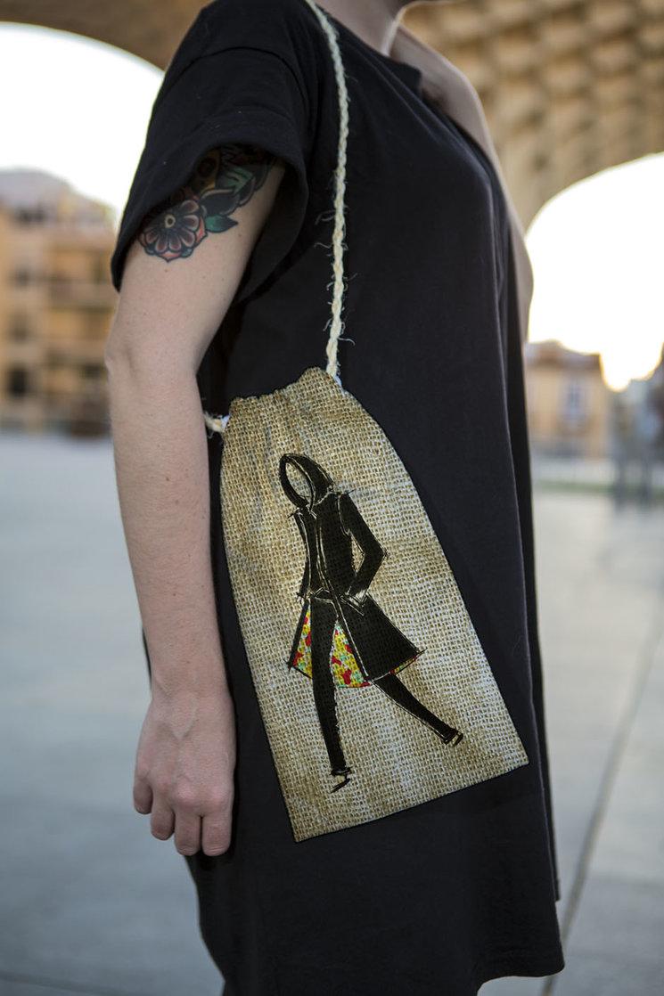 """Maqueta del saco donde ira la edición inédita. El boceto de la ropa que me confecciono Rosa Pedroche para la portada de """" En Cuarentena """", encabezara esta edición inédita"""