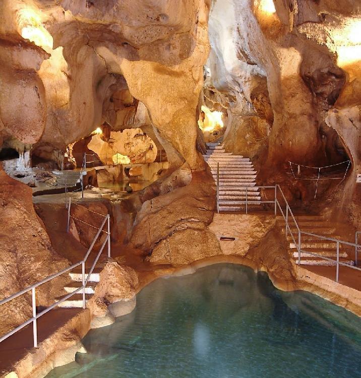 Sala de los Lagos (La Cueva del Tesoro)