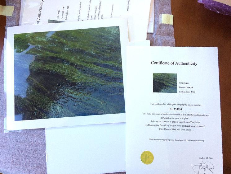 Fotografías 25x20 cm., junto con su certificado de autenticidad Hahnemühle, firmado y numerado.