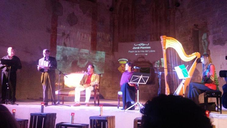 El poeta Jordi Pàmias a la Fira del Llibre de Cervera