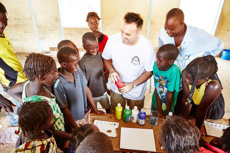 Javirroyo durante una de sus clases en Senegal. Fotografía de Noemí de la Peña.