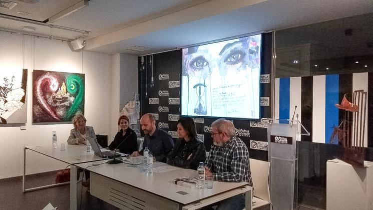 En la presentación participaron representantes de la Fundación Mutua de Levante y de la Asociación de Alzheimer de Alcoy y Comarca y la concejal de Bienestar Social