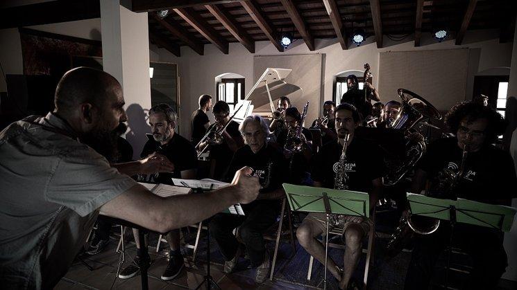 Jesús Santandreu conducting the Sedajazz Big Band performing Compendium.