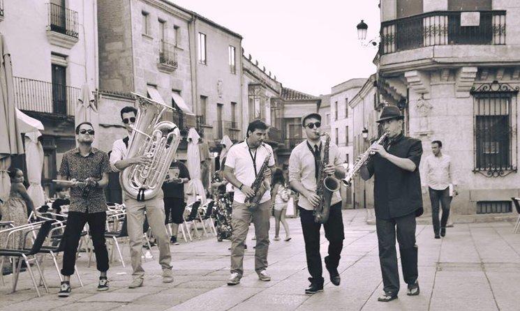 "De izquierda a derecha: Dani San Pablo ""Pits"", Jorge Vicent, Juanlu Gonzalez, Derek McArdle, Pedro Caballero."