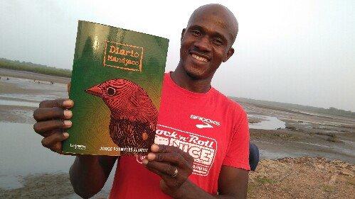 Ibrahim Djialo en el muelle del manglar