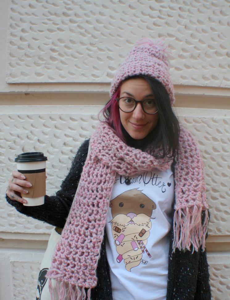 Ansara con camiseta de nutria helado y conjunto de lano hecho a mano