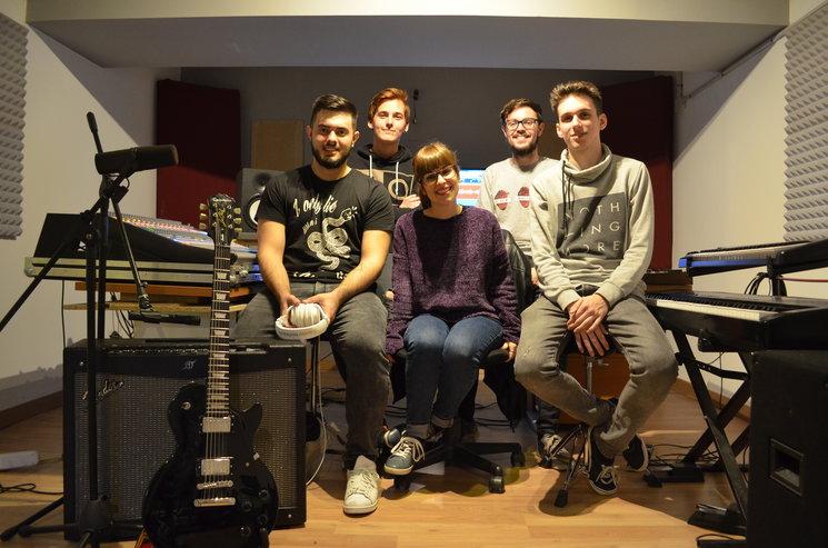 En el estudio con nuestro productor Miguel Aubarrett