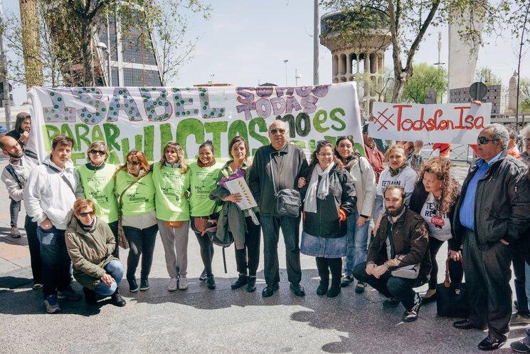 En el  primer juicio de Isa el grupo apoyándola | Foto de Diego G.