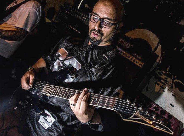 Adrián Galicia, guitarra