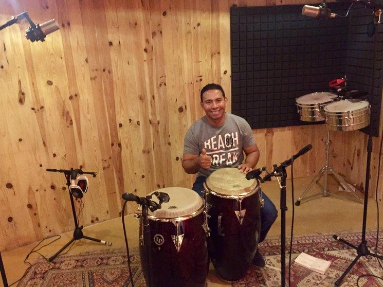 Roberlando Rios (Percusionista del disco).