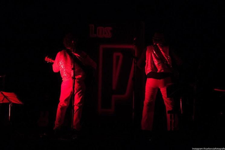 Detrás de Los Pocos (Como Los Pecos)