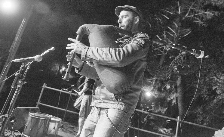 La banda lusitana Urze de Lume sobre el escenario de Raíz Ibérica, en el II Encuentro Anual. Fotografía: Javier L. Navarrete