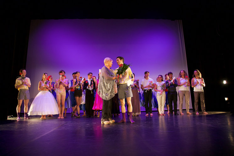 "Final bow from the gala ""Dancers from Girona, united against cancer"" 2017. El Beso Photography"