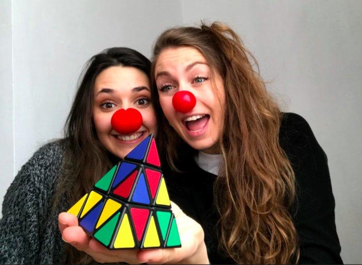 Som la Mònica i la Irene, totes dues nascudes a un petit poblet de la província de Lleida, ens uneixen les ganes de tirar endavant aquest projecte a Polykastro!