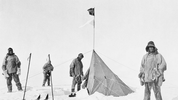 Fotografía tomada el 16 de diciembre de 1911 de la expedición de Scott a su llegada al campamento que dejó Amundsen
