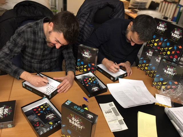 Joaquim Vilalta y Eloi Pujadas firmando ejemplares