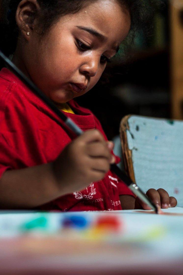 Ejemplo de fotografía a participar en el concurso fotográfico. Niña acogida en Fundación Escuela de Solidaridad. Autor: Nicolás Muñoz Benítez